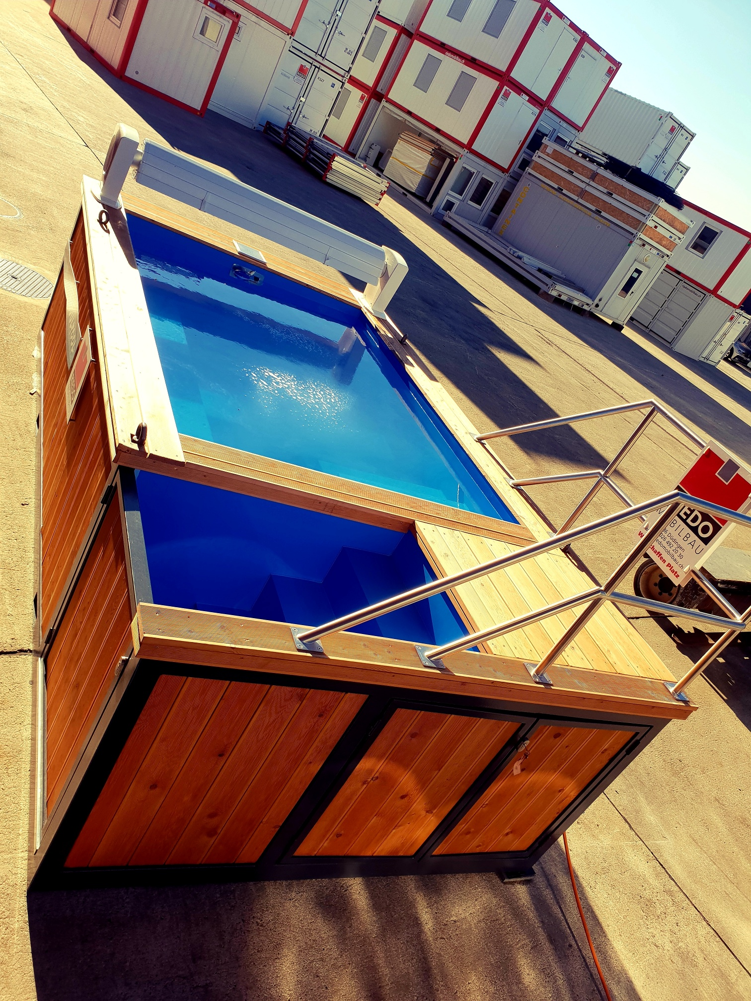 Container pool kaufen | 24 Breathtaking Homes Made from ...